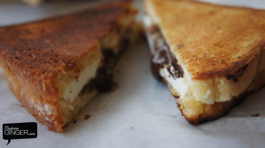 Γλυκό τοστ με σοκολάτα & ανθότυρο